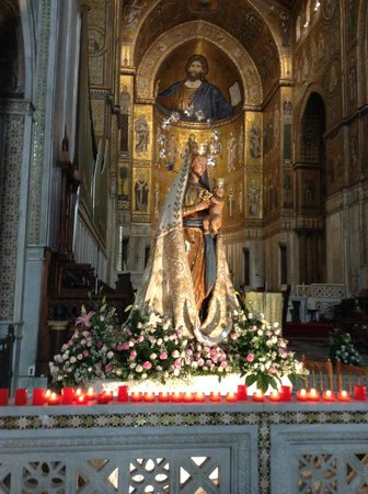 Duomo di Monreale: Statue, front side of cathedral