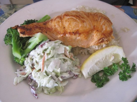 Sea Harvest Fish Market & Restaurant : Salmon Entree
