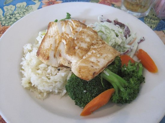 Sea Harvest Fish Market & Restaurant : Halibut Entree