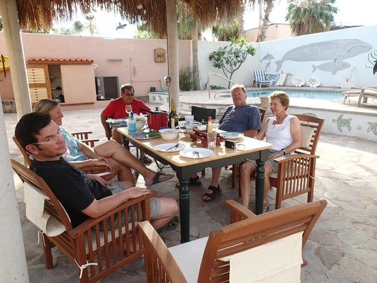 El Tiburon Casitas: dining with other quests