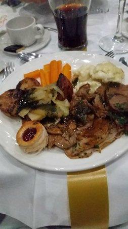 Barnstaple Hotel: Leg of lamb, confit shoulder, redcurrant and mint jus, vegetables, potatoes and gravy