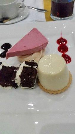 Barnstaple Hotel: Trio of desserts - honey & lemon pannacotta, eton mess icecream and belgian chocolate gateau