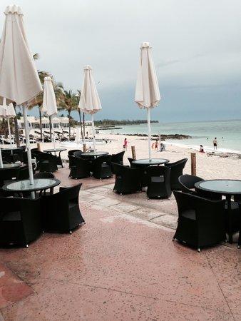 Memories Grand Bahama Beach and Casino Resort : View from poolside restaurant