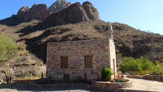 El Tiburon Casitas : Chapel outside Loreto