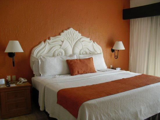 Canto Del Sol Plaza Vallarta: Large bed in our room