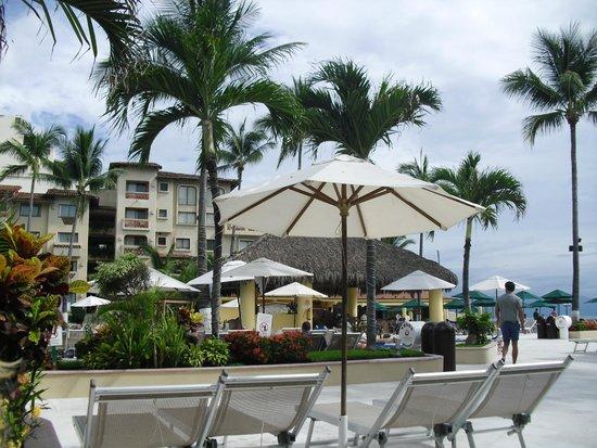 Canto Del Sol Plaza Vallarta: View from pool area