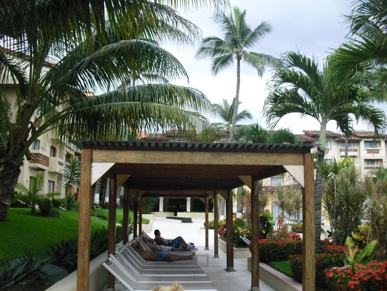 Canto Del Sol Plaza Vallarta: You can shelter from the sun here