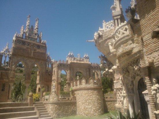 Castillo de Colomares: pictures don't do it justice