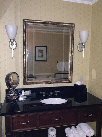 The Battle House Renaissance Mobile Hotel & Spa: bathroom