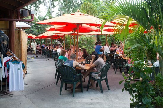 Kona Brewing Company Pub & Brewery : Plenty of Outdoor Seating