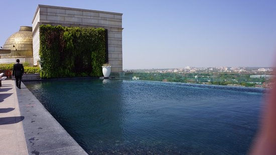 The Leela Palace New Delhi: Rooftop pool