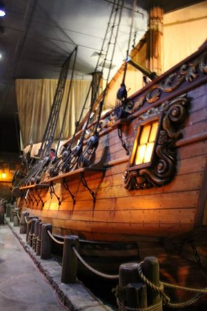 Pirates of Nassau Museum: The First Room with Half of a Ship on the Wall