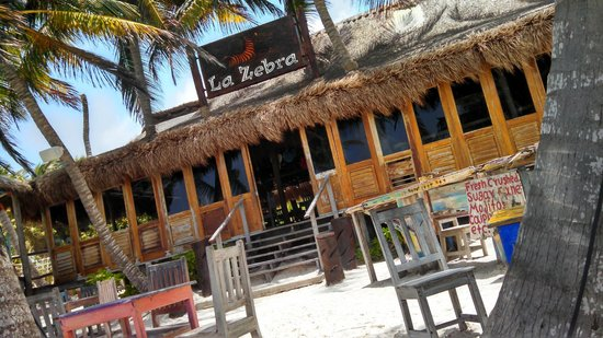 La Zebra Beach Restaurant and Tequila Bar: the bar