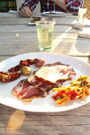 La Bergerie de Nano : Aperitives and appetisers served on the terrace