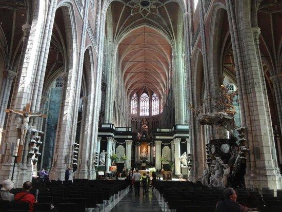 Catedral de San Bravo (Sint-Baafskathedraal): Outro ângulo da nave central.
