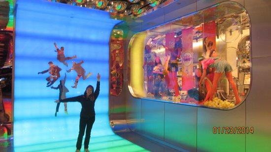 The Beatles - Love - Cirque du Soleil: A raid in the universe of Beatles and the Cirque du Soleil!