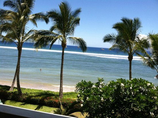 Lahaina Shores Beach Resort: view from 3rd floor room
