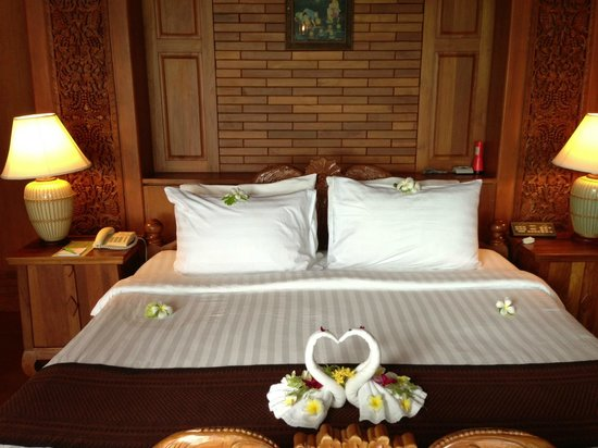 Panviman Resort - Koh Pha Ngan: The bed in our room