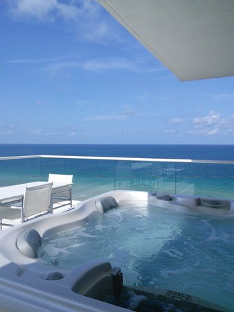 Grand Beach Hotel Surfside Jacuzzi On The Balcony Overlooking Ocean There S Nothing
