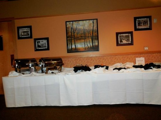 Arrowwood Lodge At Brainerd Lakes: Free breakfast