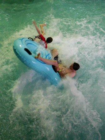 Arrowwood Lodge At Brainerd Lakes: Fun on the waterslide