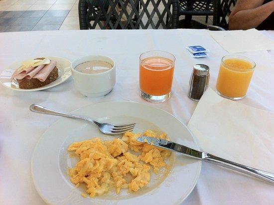 Hotel Sol Sipar: Frühstück