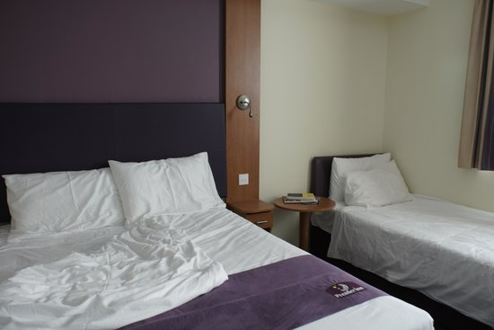 Premier Inn Dubai International Airport Hotel: Additional bed can be added