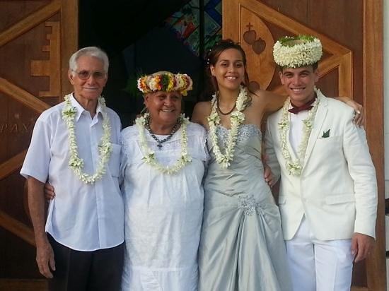 Pension Chez Rosina: Mariage de Vehavere et Raihau avec Rosina et Samuel