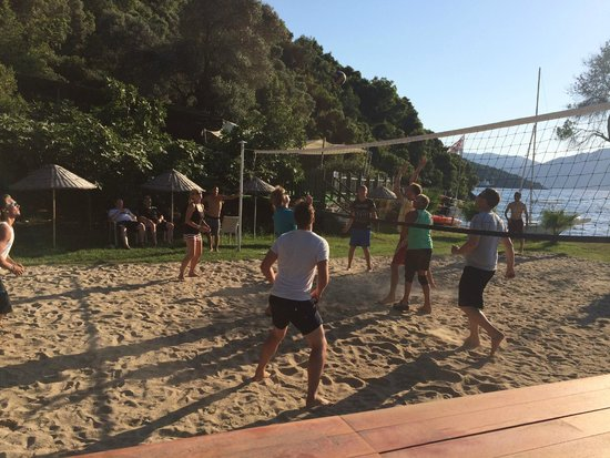 Neilson Adakoy Beachclub : Staff Vs Guests Volleyball