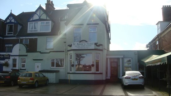 St Annes Hotel: Front of Hotel