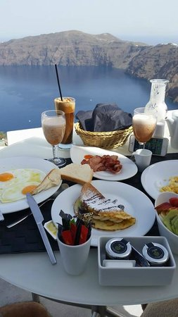 Avaton Resort: Breakfast on balcony