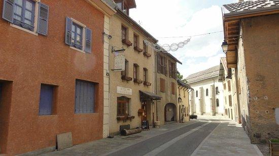 Hotel La boule de neige : street