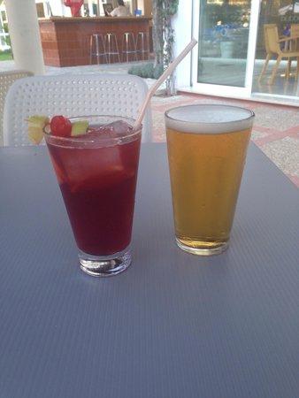 Sol de Alcudia Apartments: Bubble bar drinks! Arslan's best sangria!