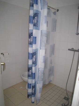 Camping La Boutinardiere : Salle de bain maisonnette