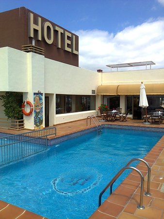 Royal Plaza Hotel : the place to be when it gets hot!
