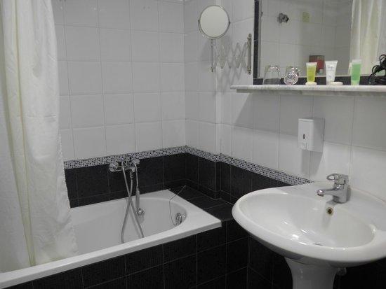 Tsamis Zante: Zimmer 407, das Bad
