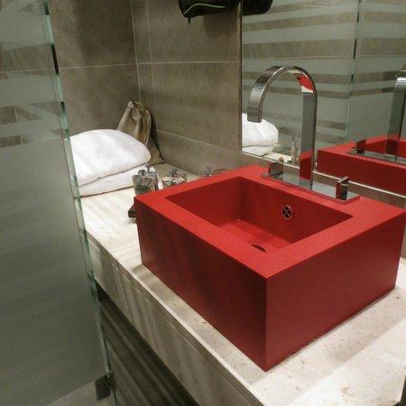 Riva Yacht Harbour Hotel : Detalle del baño.