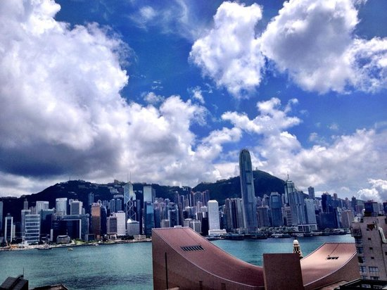 Sheraton Hong Kong Hotel & Towers : The rooftop pool view