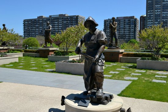 Grohmann Museum: rooftop statuary