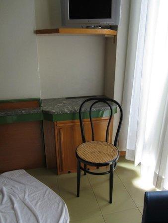 Hotel Sempione : Run down room