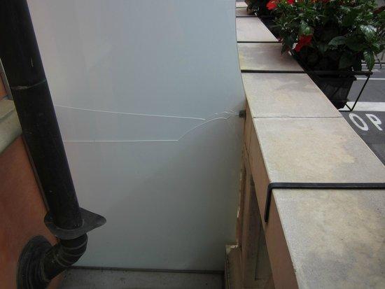 Hotel Sempione : Broken glass
