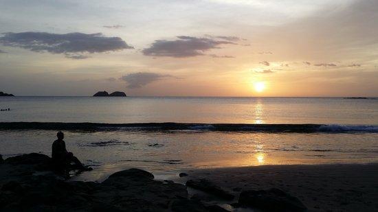 Hotel Condovac la Costa: Sunset on the beach