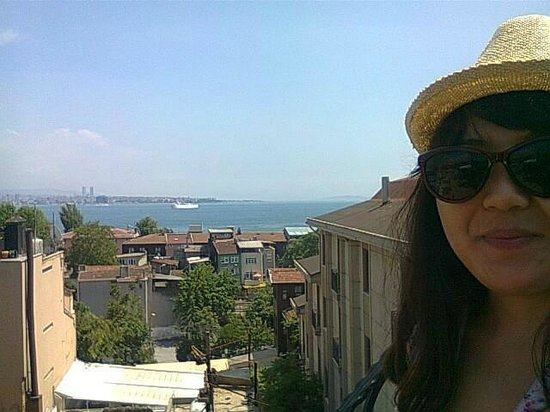Agora Guesthouse: At a rooftop looking over Marmara sea