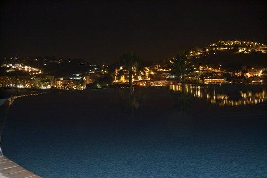 Playacalida Spa Hotel: Vistas del pueblo, Almuñecar