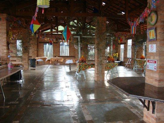 Hotel Fazenda Sao Joao: Salão utilizado para a festa junina