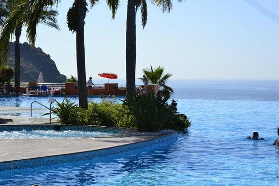Playacalida Spa Hotel: Piscina panoramica, bonitas vistas