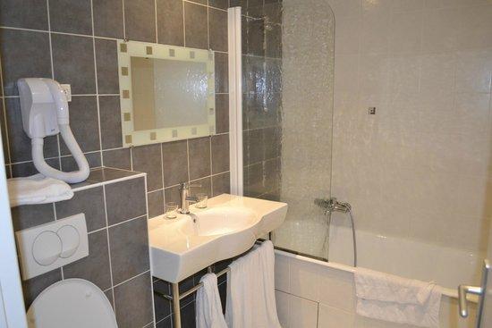 Hotel La Riviere : salle de bain
