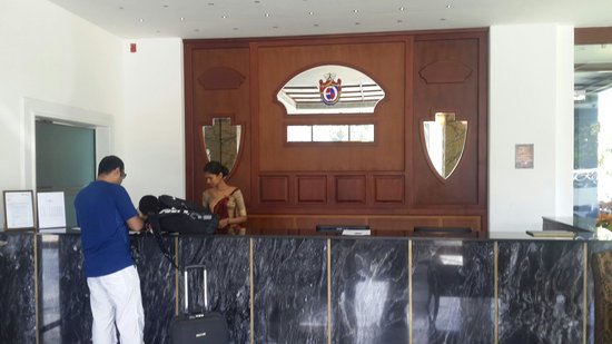 Earl's Regent Hotel : Front office...