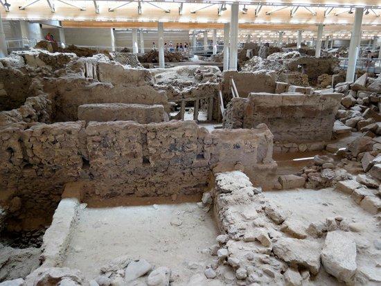 Akrotiri Archaeological Site: Complex
