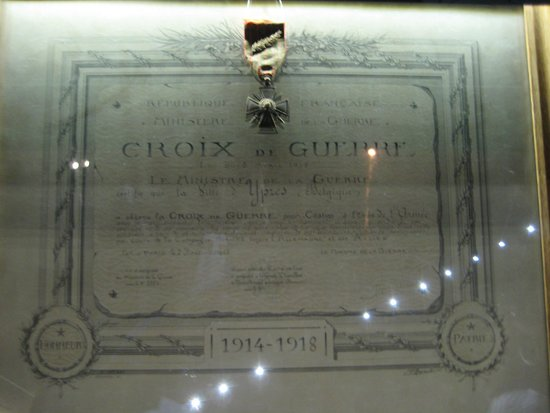 Menin Gate Memorial : Croix de Geurre (France Medal)
